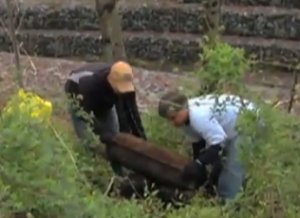 photo men removing trash