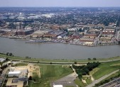 640px-Washington_Navy_Yard_aerial_view_1985