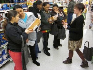 Yesterday's tour participants practice identifying whole grains on the ingredient label.