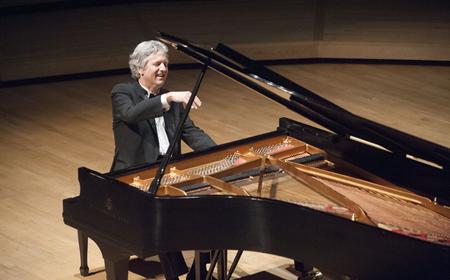photo pianist Brian Ganz
