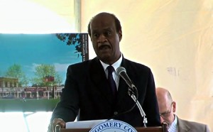 photo Ike Leggett at animal shelter opening