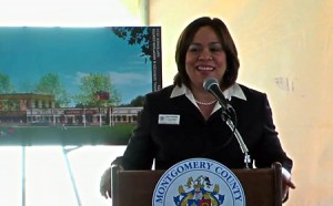 photo Nancy Navarro at Animal Shelter opening
