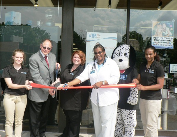 photo of Pet Valu employee, Potbelly; Mayor Sidney Katz, City of Gaithersburg Mayor; Erica Zuhlke, Pet Valu Manager; Colette Releford, The Gazette & GGCC Board Member; Spot, Pet Valu Mascot and Pet Valu employee at the Gaithersburg-Germantown Chamber conducted Ribbon Cutting Ceremony for Pet Valu in Gaithersburg on June 27, 2014.