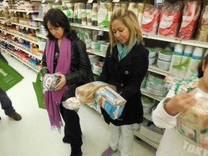 Participants learn to identify whole grains by the first ingredient on the label.