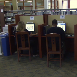 rockville library patrons using the computers featured.fw